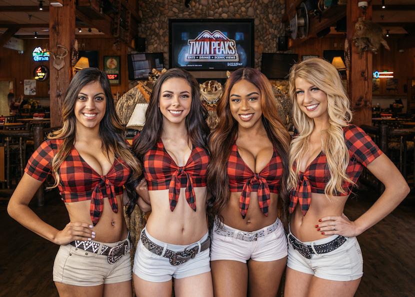 Twin Peaks Jadi Restoran Koboi yang Terkenal di Texas